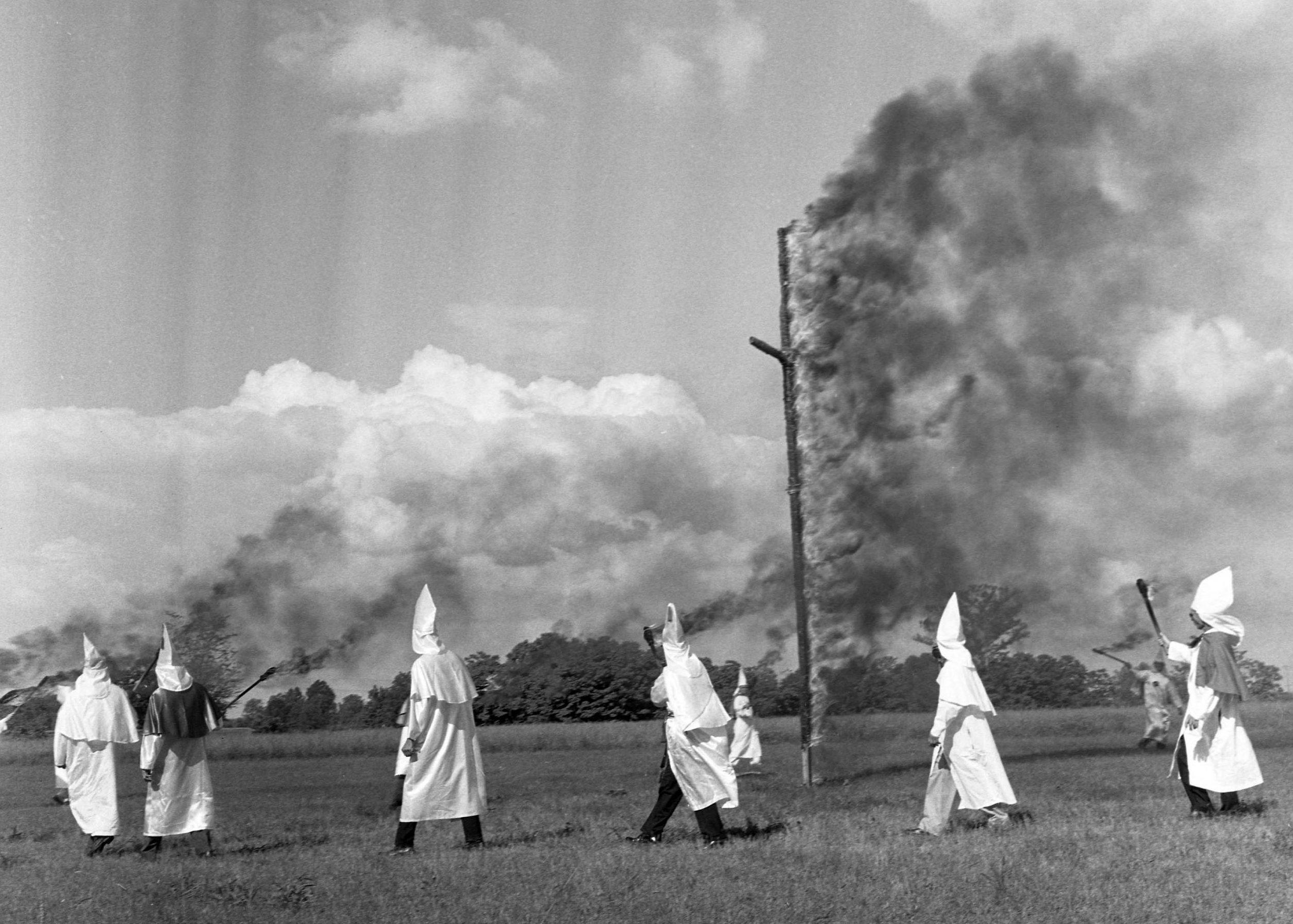 KKK_cross_burning_sm